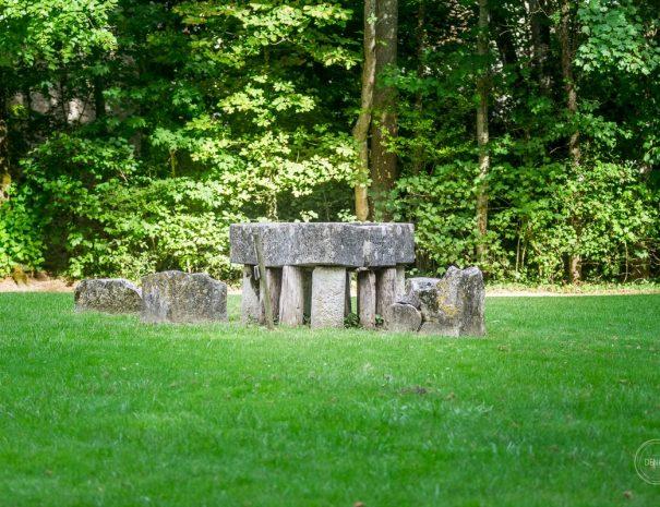 Table des chevaliers en pierre à Meillant