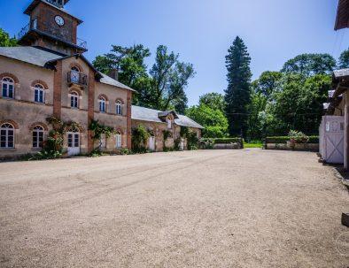 cour de la sellerie du château de Meillant