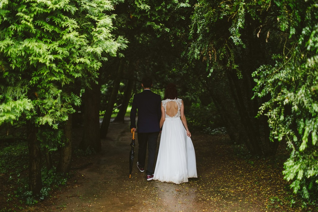 picture of wedding in park of Meillant